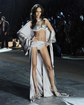 a9f9b2329a 2012 VICTORIA S SECRET Fashion Show - Runway - Patrick McMullan